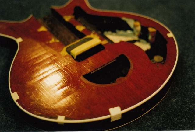 Red Special body Feb 1998, light in this photo shows the undulating and crazed surface of blockboard ply and mahognay veneer