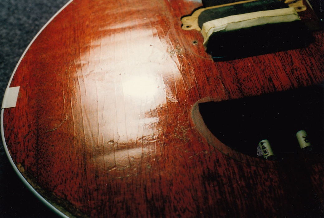 Red Special body veneer ripples and lacquer crazing